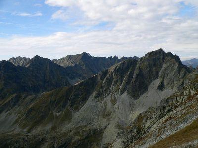 Po prawej stronie Koprowy Wierch. Od lewej Hilińska Turnia, Szczyrbski Szczyt , Hruby Wierch