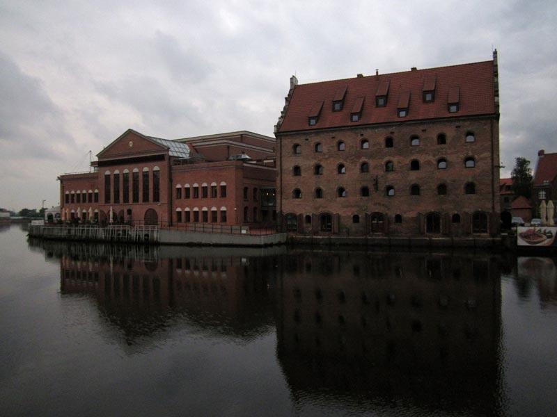 Budynki przy porcie pasażrskim w Gdańsku