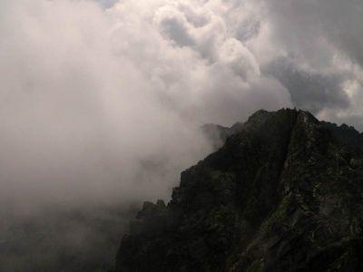 Zadni Granat w chmurach
