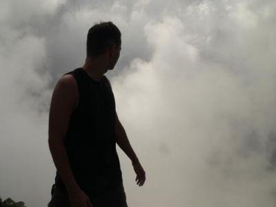 Człowiek we mgle  Fot. Lowell
