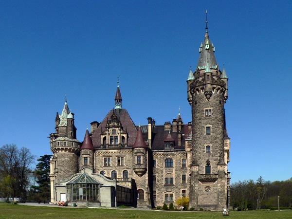 zamek-w-mosznej