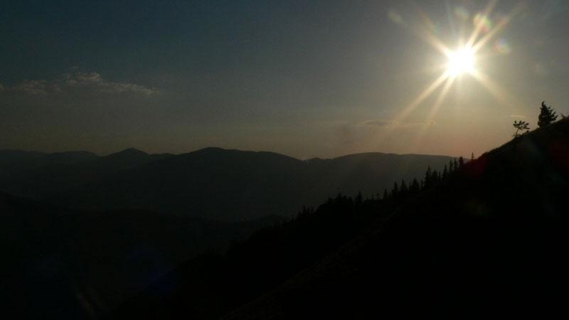 Słońce już zachodzi, a my jeszcze daleko od chaty